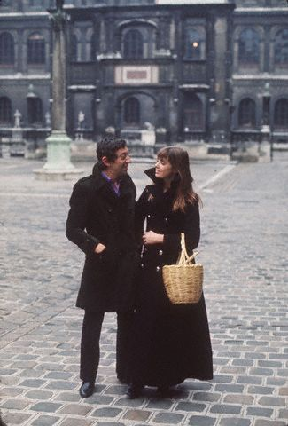 That basket ♥ oldloves:  Serge Gainsbourg and Jane Birkin in the courtyard of the French National College of Fine Arts, Paris 1970