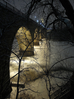 dmdhashw:  Stone Arch Bridge (by dmd.hashw) Took this tonight.
