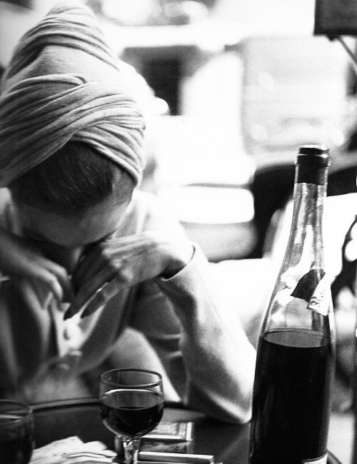 Elise Daniels, turban by Paulette, Paris, August 1948. Photographed by Richard Avedon.