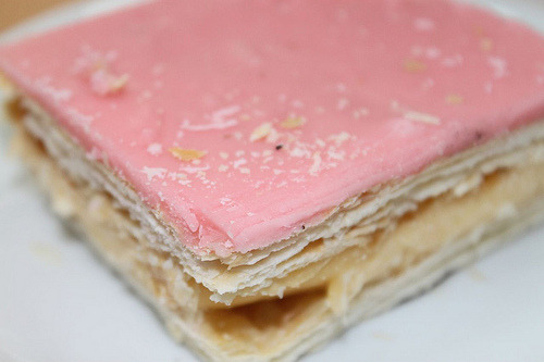 diet-killers:  Vanilla Slice (by Kya Cake)