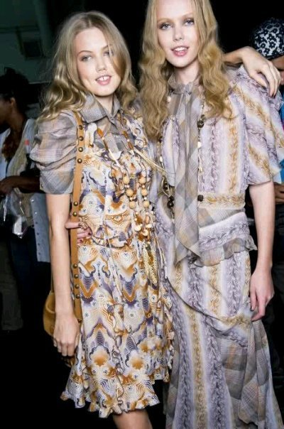 skinnyandtallmodels:  Lindsey Wixson and Frida Gustavsson Backstage