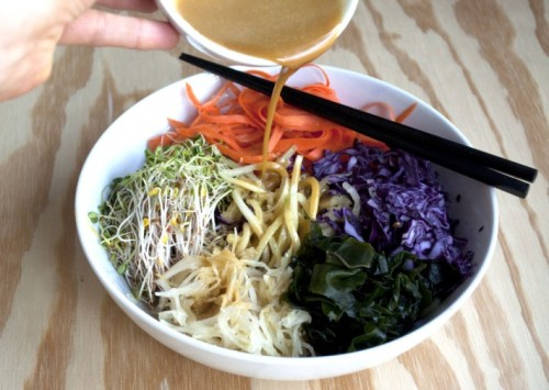 veganfoody:  Raw Macro Bowl with Dragon Sauce