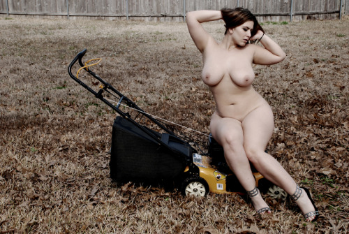 sunarcherphoto:  @LondonAndrews makes me want to do yardwork!
