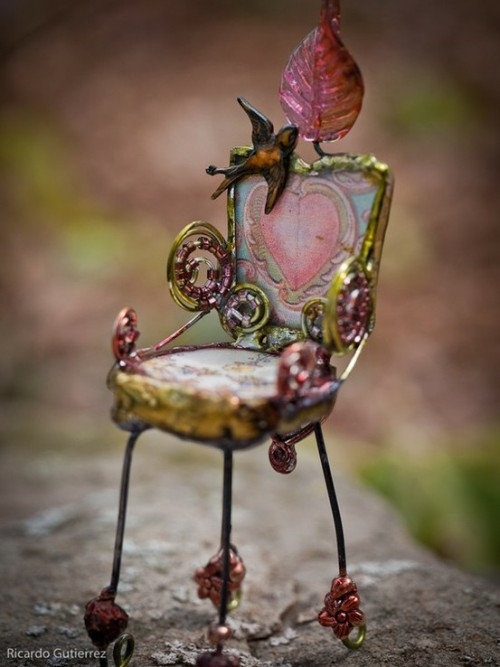 pixiewinksfairywhispers:  Throne fit for a tiny fairy queen :) source: pinterest
