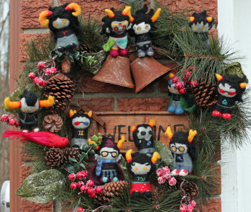 fluffandneedles:  Troll Christmas wreath!! :D