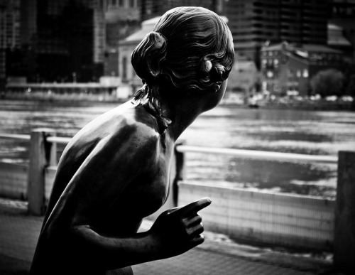 SHE SEES THE CITY  BY IKE SLIMSTER