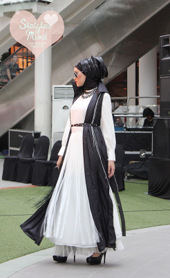 hijabinspiration:  (via sketches of mind: Pesta Blogger OnOff 2011)  monotonous colour.