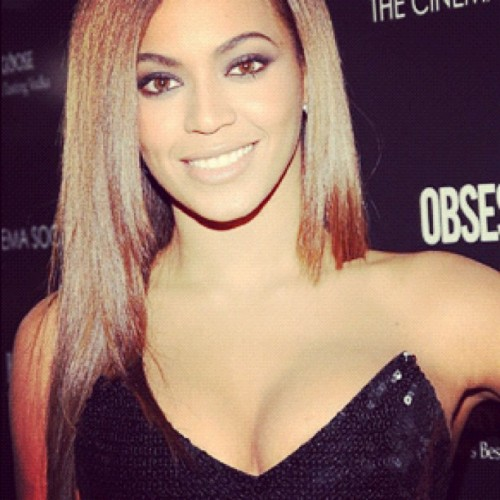 maddieeeern:  I want to be #beyonce when I grow up. ☺ I admire her so much.  (Taken with instagram)