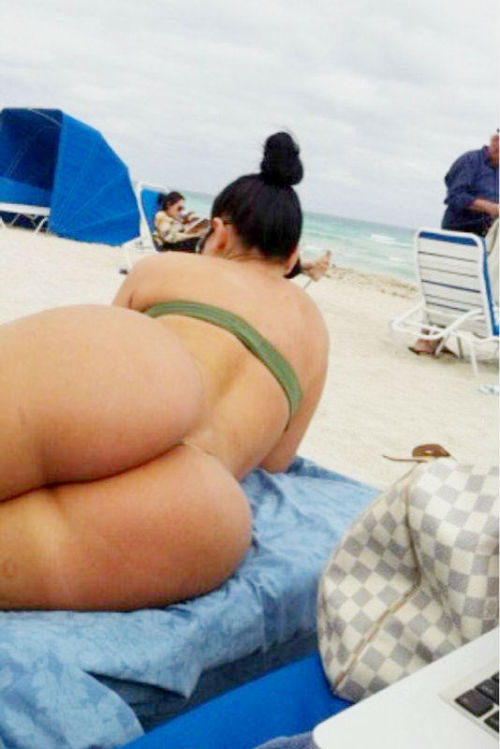 PAWG at the beach