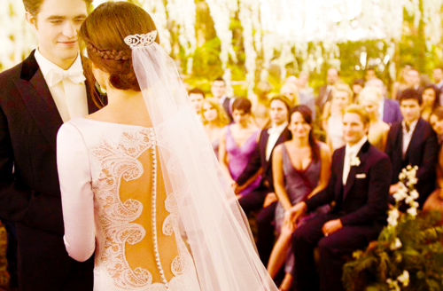 That really is a gorgeous dress.. Breaking Dawn Part 1