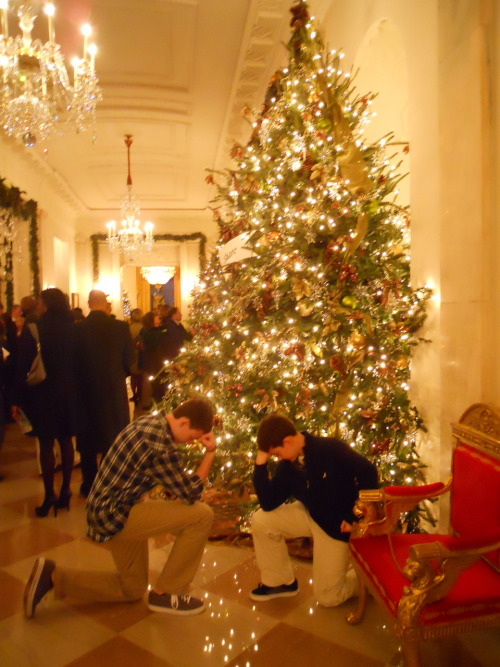 """Tebowing inside the White house 12-3-11"" Why yo no take picturz tebowing with barak?"