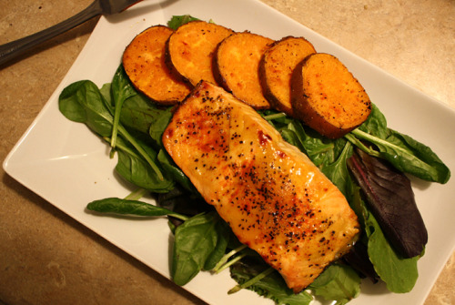 debbietan:  Honey Mustard Glazed Salmon and Baked Sweet PotatoOn a bed of organic baby spinach & romaine leaves w/ a little balsamic vinegar6oz wild caught Pacific salmon (1,800mg omega-3s, 40g protein, 240cal), honey mustard, black pepper, cayenne pepper (optional, for extra kick)Brush/spread honey mustard onto salmon surface, sprinkle pepper and/or any seasoning, place onto cooking-sprayed baking sheet, broil for 8-10 minutes. Simple, quick & delicious.Everything complimented each other really well. I am beyond pleased with this meal :)