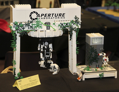 """LEGO Portal 2 GLaDOS by Catsy at Brickcon 2011"" EPIC WIN."
