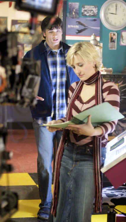 smallvillebts:  Tom Welling and Allison Mack film a scene from Obsession.