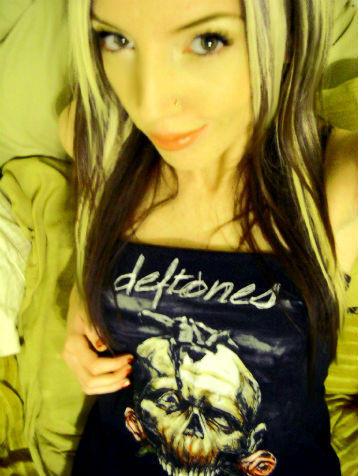 reppin' my deftones dress.