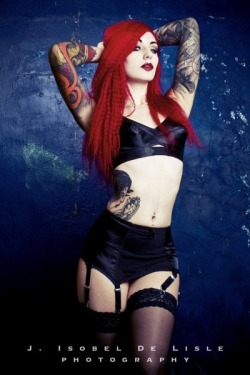make me burn - Cervena Fox