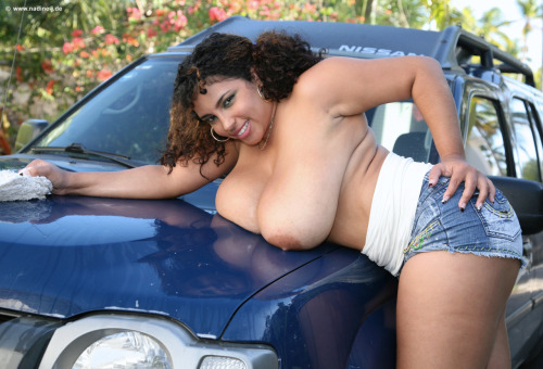 Dominican Poison giving her Nissan a lil TLC MAKE MONEY WHILE YOU TUMBLR!!