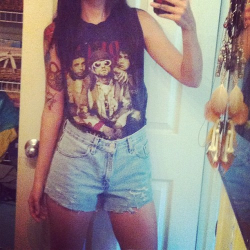 #highwaisted#rippeddenim & #Nirvana #bandshirtoftheday 😍 I'll be good. Oh, and I'll be w/ my two loves @awesomeadam & Ira 💗 #vintage#style#fashion#Levi's#love (Taken with instagram)