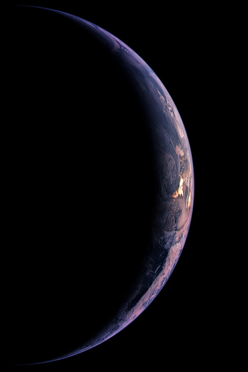 infinity-imagined:  A crescent Earth is seen by the Wide Angle Camera on the Rosetta spacecraft.   Kikikuku
