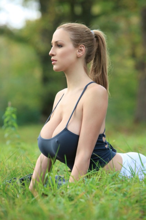 Jordan Carver doing Yoga…I feel healthier already.