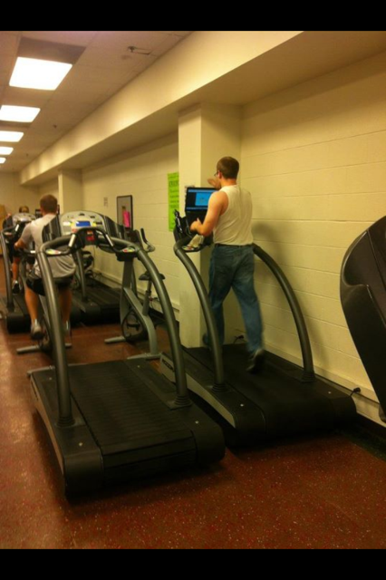 If Wash U students are anything, we're multitaskers. But pulling off exercising, studying, and rocking some fresh brand new jeans at the same time is something only our most talented classmates can do.