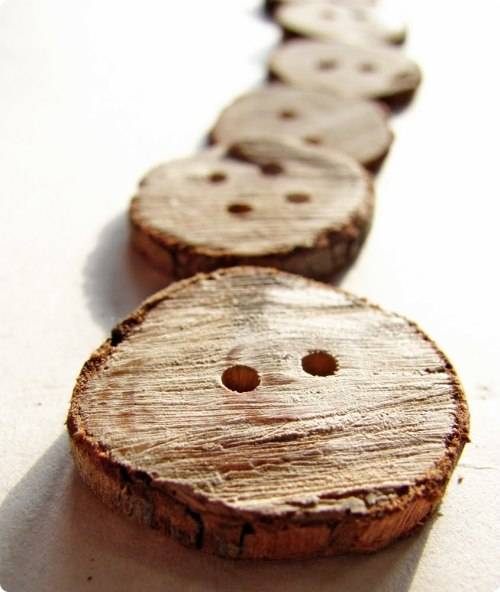(via Crafty How-to | Wooden Branch Buttons | Handmadeology)