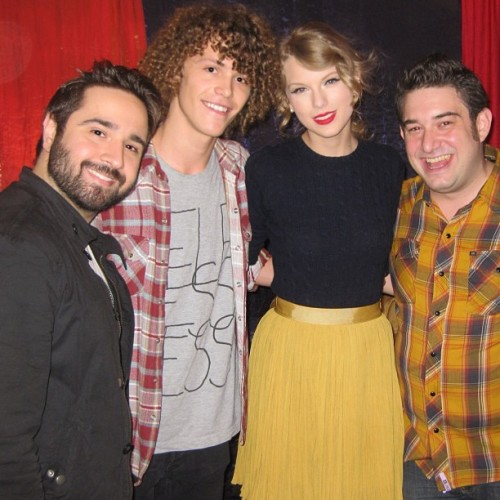 Here's when @MashUpRyan and I introduced @PlugInStereo to @TaylorSwift13! #ikeptmypromise #photo  (Taken with Instagram at Madison Square Garden)