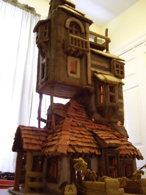 life-whataninvention: d-faith-k: the Weasley house, in gingerbread! IT'S FUNNY BECAUSE IT'S GINGER.