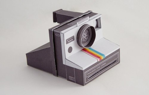 (via A Working Papercraft Polaroid Camera)