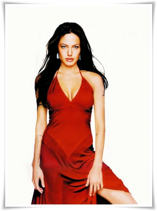 Angelina…knows how to wear a red dress.