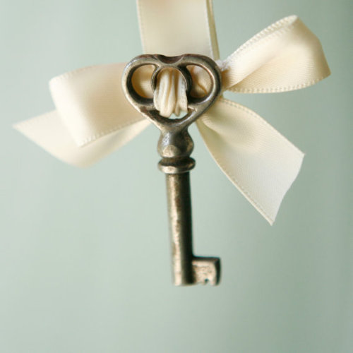 "So adorable <3 ""The groom wears a key on his boutonniere and the bride has the lock to it on her bouquet."" Source: http://www.etsy.com/listing/81942535/key-to-my-heart-boutonniere?ref=fp_treasury_9"