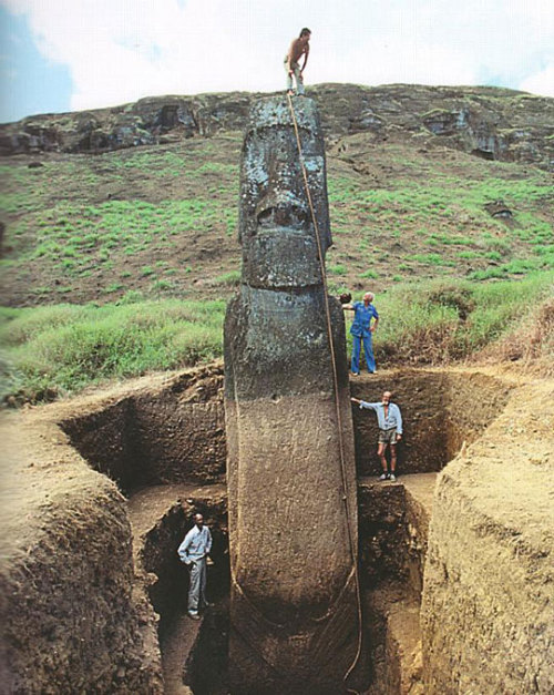 p0ttedplant:  the easter island heads have bodies