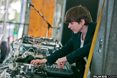 vatl:  just madeon doin' his hobby/job  madeooooooooooon!!! your goin to be huge!!