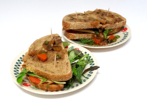 Delish sandwiches made with bread from When Pigs Fly (and au jus from a pot pie!)