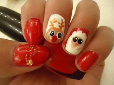 Omg! These holiday nails are too cute! (via Solangel S)