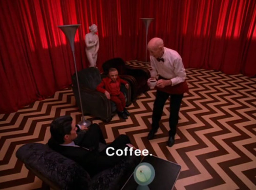 "Koffie drinken in Twin Peaks ""How do you take it?"" ""Black as midnight on a moonless night."""