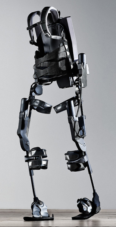futuretechreport:  Exoskeletons Will Be the Eyeglasses of the 21st Century We don't often realize it, but all fashion is predicated upon human beings' predilection for prostheses and augmentations. All clothing, bags, and shoes are augmentation to our body, skin, and feet allowing us to deal with non-tropical climates, to carry large amounts of stuff, and to deal with harsh or unforgiving terrain. If humans hadn't already modified ourselves, the only fashion we'd have is hairstyle. […] [more @ discoverymagazine] via: futurescope