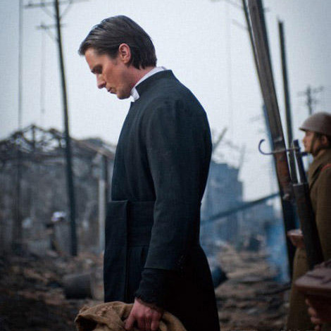New pics of Christian Bale in The Flowers Of War  A new set of images have arrived online for Chinese period drama The Flowers Of War, with Christian Bale decked out as a man of the cloth in wartime China.