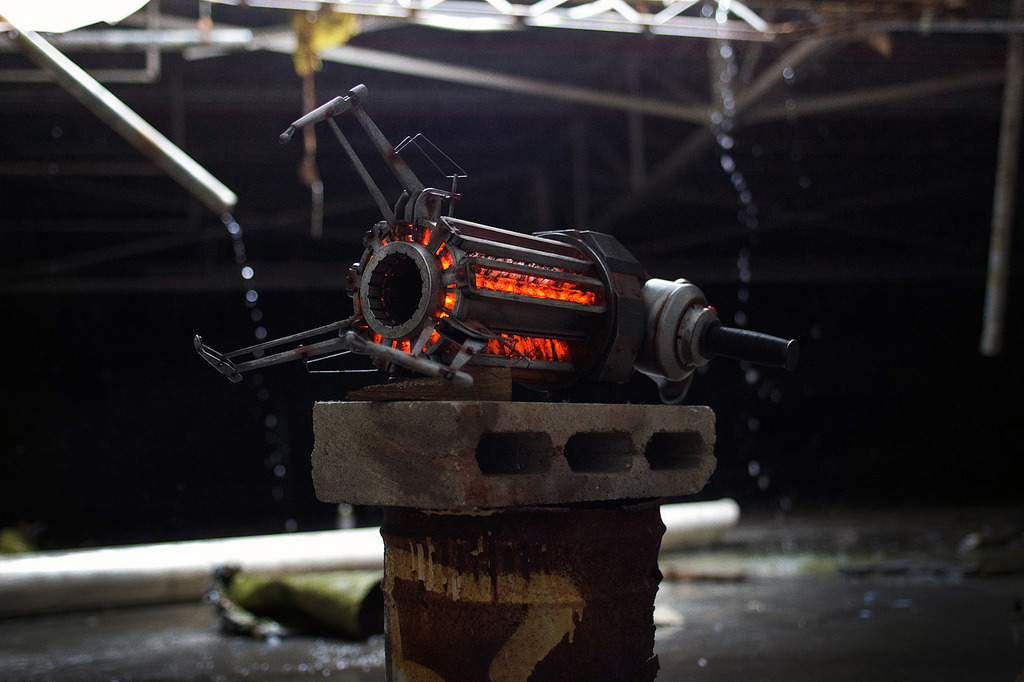 laughingsquid:  Half Life Gravity Gun Replica