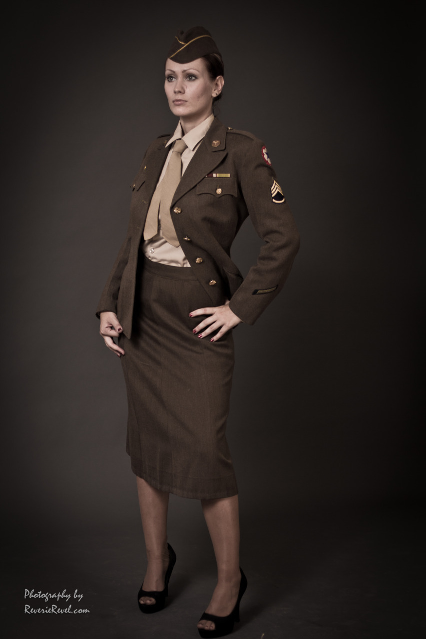 Full body of Anita in the 1940s WWII WAAC Uniform