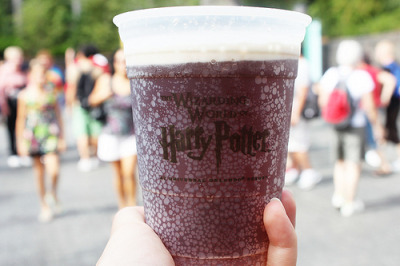 unplastic:  k1tty-k1ng:  it's muggle juice  no it's butterbeer