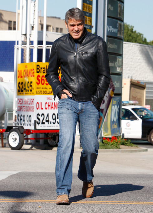 George Clooney Needs Some New Jeans From the waist up: Steve McQueen. From the waist down: @DadBoner. We're not saying George Clooney should go all David Bowie in the denim department, but we think these straight legs need to be burned after wearing. Yikes. To learn how to dress well, you should check out the GQ Eye.