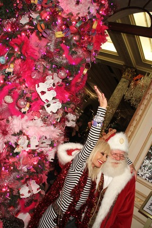 tumblr lvutu13i561qa2i47o2 400 The Betsey Johnson designed tree for the Plaza Hotel in New York...
