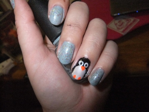 messy first attempt at penguin nails. my life would be so much easier if i had nail art brushes/striper polishes/a dotting tool/artistic talent.