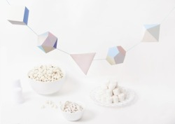 DIY Geometric Garland with free printable template. (via Urban Outfitters -Blow Up!)