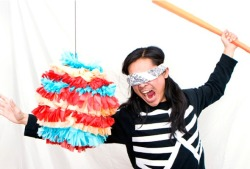 DIY piñata: It's never a bash without a pinata! Click for a quick and easy method to making your party a real hit! (no pun ;) (via DIY: piñata - BLOWUP BLOG!)