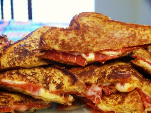 crucialpizza:  Forkful of Comfort: Pizza Grilled Cheese