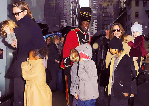 jolips:   The Jolie-Pitt family out in NYC - Dec 7