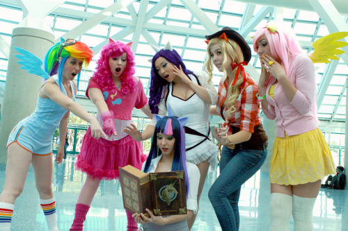 My Little Pony Week (You are my very best friends):  (Standing, from left to right) Rainbow Dash, Pinkie Pie, Rarity, Applejack, Fluttershy and Twilight Sparkle (Sitting, with book) from My Little Pony  Cosplayers:   ● Scruffy Rebel (Rainbow Dash)    ● Rebecca Denise (Pinkie Pie)    ● Yaya Han [Web | Tumblr | Twitter] (Rarity)    ● Monika Lee [Twitter | Cosplay.com | Facebook] (Applejack)    ● Jessica Nigri [Web | Twitter] (Fluttershy)   ● Ridd1e [Web | Twitter] (Twilight Sparkle) Photographer: Albert Lien