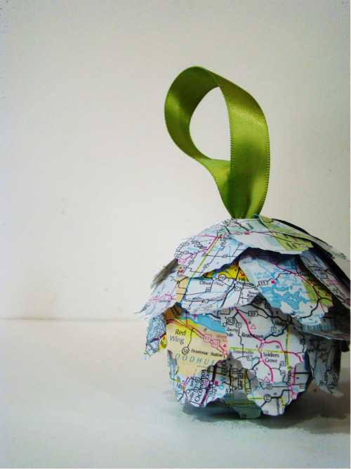 prettylittlepieces:  Map Kissing Ball Ornament Tutorial